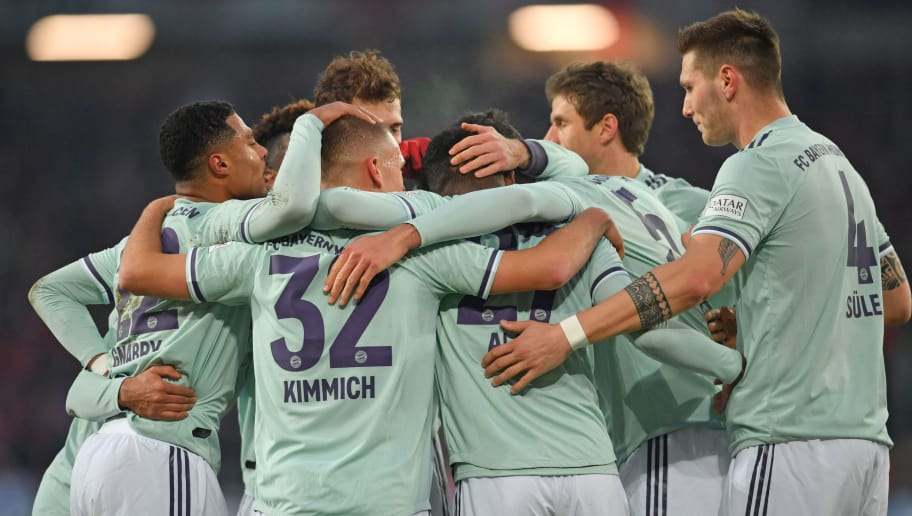HANOVER, GERMANY - DECEMBER 15: Players of Muenchen celebrate their teams second goal during the Bundesliga match between Hannover 96 and FC Bayern Muenchen at HDI-Arena on December 15, 2018 in Hanover, Germany. (Photo by Thomas Starke/Bongarts/Getty Images)