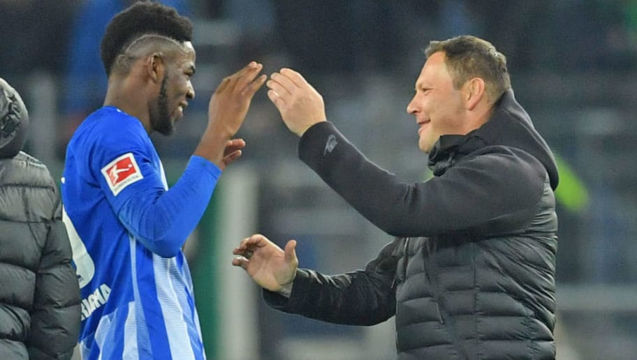 HANOVER, GERMANY - DECEMBER 01: Jordan Torunarigha (L) and head coach Pal Dardai of Berlin celebrate after winning the Bundesliga match between Hannover 96 and Hertha BSC at HDI-Arena on December 1, 2018 in Hanover, Germany. (Photo by Thomas Starke/Bongarts/Getty Images)