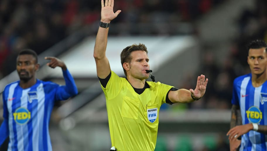 HANOVER, GERMANY - DECEMBER 01: Referee Felix Brych (C) whistles during the Bundesliga match between Hannover 96 and Hertha BSC at HDI-Arena on December 1, 2018 in Hanover, Germany. (Photo by Thomas Starke/Bongarts/Getty Images)