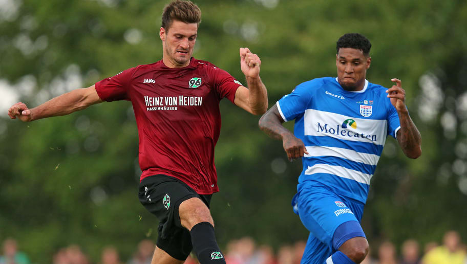 ILTEN, GERMANY - JULY 21: Hendrik Weydandt of Hannover (L) and Darryl Lachman of PEC Zwolle battle for the ball during the preseason friendly match between Hannover 96 and PEC Zwolle at Wahre Dorff Arena on July 21, 2018 in Ilten, Germany. (Photo by Cathrin Mueller/Bongarts/Getty Images)