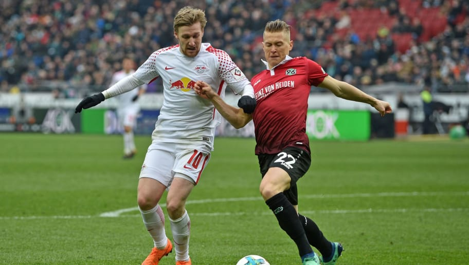 HANOVER, GERMANY - MARCH 31: Emil Forsberg (L) of Leipzig and Matthias Ostrzolek of Hannover fight for the ball during the Bundesliga match between Hannover 96 and RB Leipzig at HDI-Arena on March 31, 2018 in Hanover, Germany. (Photo by Thomas Starke/Bongarts/Getty Images)