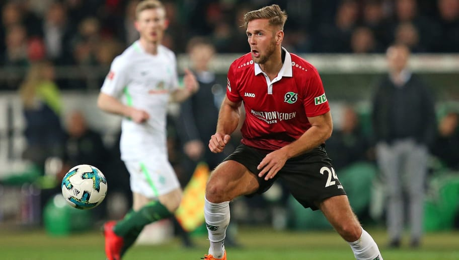 HANNOVER, GERMANY - APRIL 06: Niclas Fuellkrug of Hannover controls the ball during the Bundesliga match between Hannover 96 and Werder Bremen at HDI Arena on April 06, 2018 in Hannover, Germany. (Photo by TF-Images/Getty Images)