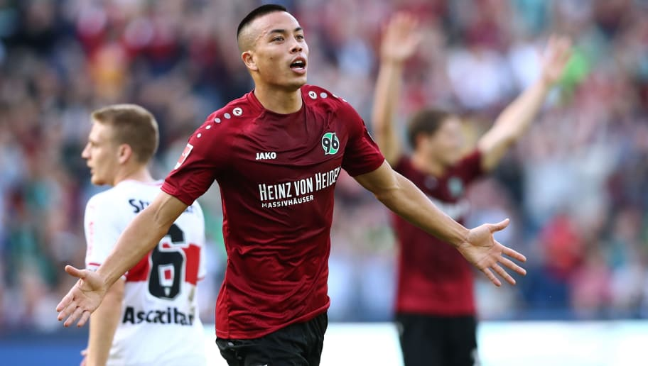 HANOVER, GERMANY - OCTOBER 06: Bobby Wood of Hannover celebrate after his first goal during the Bundesliga match between Hannover 96 and VfB Stuttgart at HDI-Arena on October 6, 2018 in Hanover, Germany. (Photo by Oliver Hardt/Bongarts/Getty Images)