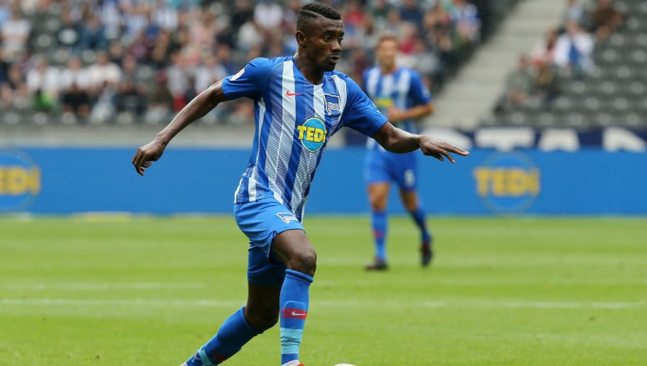 BERLIN, GERMANY - AUGUST 25:  Salomon Kalou of Berlin runs with the ball during the Bundesliga match between Hertha BSC and 1. FC Nuernberg at Olympiastadion on August 25, 2018 in Berlin, Germany.  (Photo by Matthias Kern/Bongarts/Getty Images)