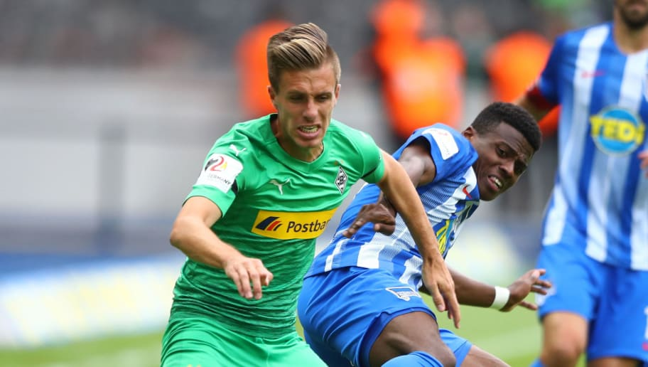 BERLIN, GERMANY - SEPTEMBER 22:  Javairo Dilrosun of Hertha BSC is challenged by Patrick Herrmann of Borussia Monchengladbach during the Bundesliga match between Hertha BSC and Borussia Moenchengladbach at Olympiastadion on September 22, 2018 in Berlin, Germany.  (Photo by Martin Rose/Bongarts/Getty Images)