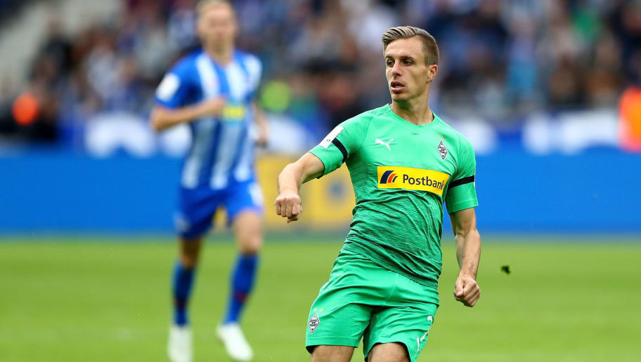 BERLIN, GERMANY - SEPTEMBER 22:  Patrick Herrmann of Moenchengladbach runs with the ball during the Bundesliga match between Hertha BSC and Borussia Moenchengladbach at Olympiastadion on September 22, 2018 in Berlin, Germany.  (Photo by Martin Rose/Bongarts/Getty Images)