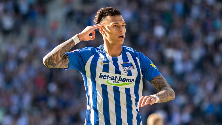 BERLIN, GERMANY - APRIL 28: Davie Selke of Hertha BSC celebrates after scoring his team's second goal during the Bundesliga match between Hertha BSC and FC Augsburg at Olympiastadion on April 28, 2018 in Berlin, Germany. (Photo by Boris Streubel/Bongarts/Getty Images)