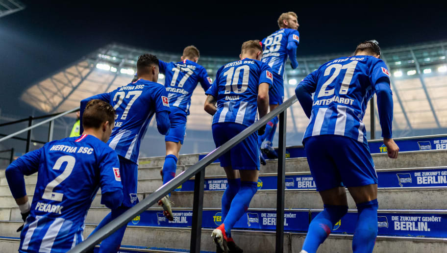 BERLIN, GERMANY - DECEMBER 18: Players of Hertha enter the pitch for the second half during the Bundesliga match between Hertha BSC and FC Augsburg at Olympiastadion on December 18, 2018 in Berlin, Germany. (Photo by Boris Streubel/Bongarts/Getty Images)