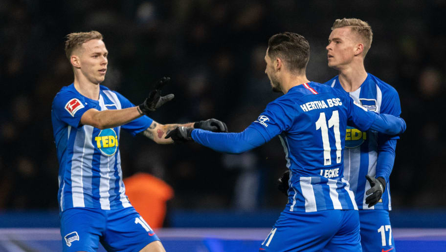 BERLIN, GERMANY - DECEMBER 18: Mathew Leckie of Hertha BSC celebrates with team mates after scoring his team's first goal during the Bundesliga match between Hertha BSC and FC Augsburg at Olympiastadion on December 18, 2018 in Berlin, Germany. (Photo by Boris Streubel/Bongarts/Getty Images)