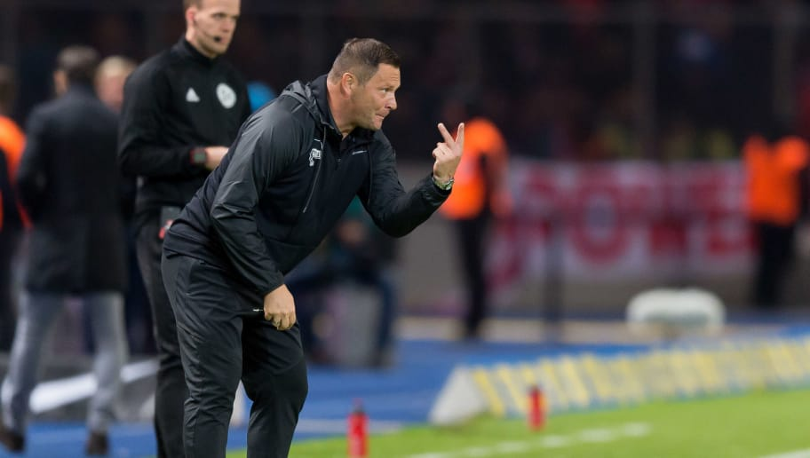 BERLIN, GERMANY - SEPTEMBER 28: Head coach Pal Dardai of Hertha BSC Berlin gestures during the Bundesliga match between Hertha BSC and FC Bayern Muenchen at Olympiastadion on September 28, 2018 in Berlin, Germany. (Photo by TF-Images/Getty Images)