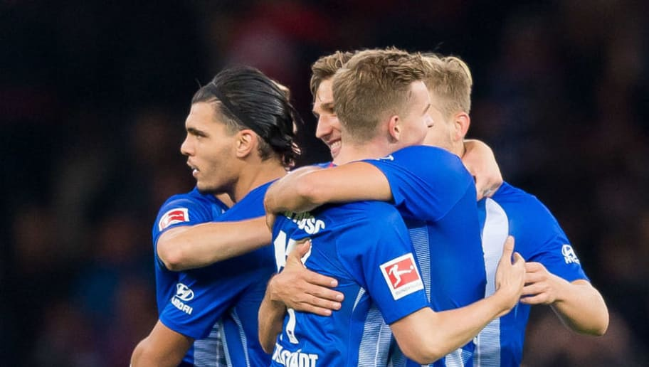 BERLIN, GERMANY - SEPTEMBER 28: The team of Hertha BSC celebrates after winning the Bundesliga match between Hertha BSC and FC Bayern Muenchen at Olympiastadion on September 28, 2018 in Berlin, Germany. (Photo by TF-Images/Getty Images)
