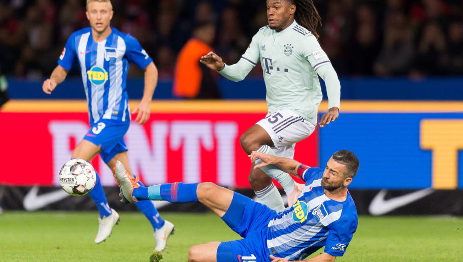 BERLIN, GERMANY - SEPTEMBER 28: Renato Sanches of Bayern Muenchen and Vedad Ibisevic of Hertha BSC Berlin battle for the ball during the Bundesliga match between Hertha BSC and FC Bayern Muenchen at Olympiastadion on September 28, 2018 in Berlin, Germany. (Photo by TF-Images/Getty Images)