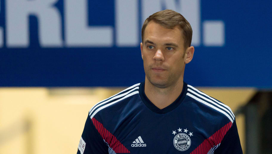 BERLIN, GERMANY - SEPTEMBER 28: Goalkeeper Manuel Neuer of Bayern Muenchen looks on prior the Bundesliga match between Hertha BSC and FC Bayern Muenchen at Olympiastadion on September 28, 2018 in Berlin, Germany. (Photo by TF-Images/Getty Images)