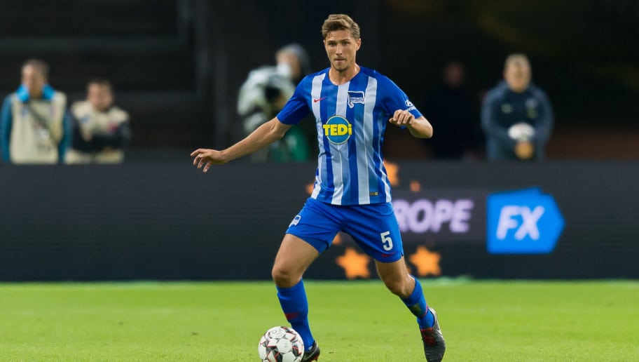 BERLIN, GERMANY - SEPTEMBER 28: Niklas Stark of Hertha BSC controls the ball during the Bundesliga match between Hertha BSC and FC Bayern Muenchen at Olympiastadion on September 28, 2018 in Berlin, Germany. (Photo by TF-Images/Getty Images)
