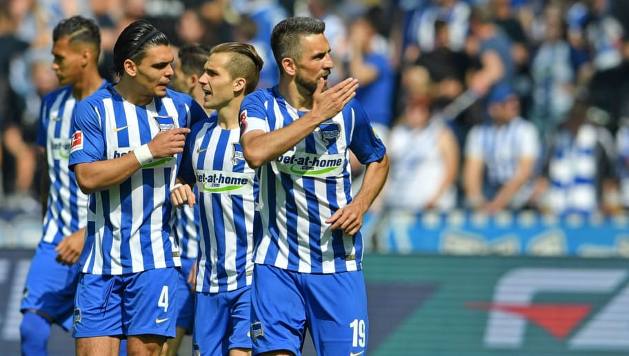 BERLIN, GERMANY - MAY 12: Vedad Ibisevic (R) of Berlin celebrates his teams first goal during the Bundesliga match between Hertha BSC and RB Leipzig at Olympiastadion on May 12, 2018 in Berlin, Germany. (Photo by Thomas Starke/Bongarts/Getty Images)