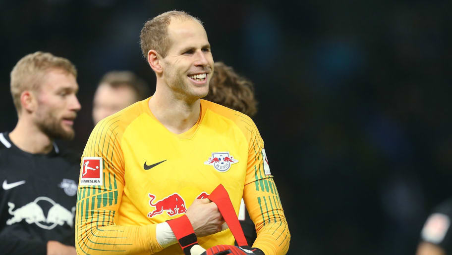 BERLIN, GERMANY - NOVEMBER 03:  Goalkeeper Peter Gulacsi of Leipzig shows his delight after winning the Bundesliga match between Hertha BSC and RB Leipzig at Olympiastadion on November 3, 2018 in Berlin, Germany. (Photo by Matthias Kern/Bongarts/Getty Images)