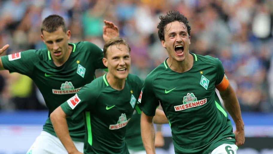 BERLIN, GERMANY - SEPTEMBER 10:  Thomas Delaney (R) of Bremen jubilates with team mates after scoring the second goal during the Bundesliga match between Hertha BSC and SV Werder Bremen at Olympiastadion on September 10, 2017 in Berlin, Germany. (Photo by Matthias Kern/Bongarts/Getty Images)