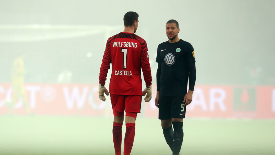 BERLIN, GERMANY - MARCH 31:  Koen Casteels (L) of Wolfsburg and team mate Jeffrey Bruma look on during the Bundesliga match between Hertha BSC and VFL Wolfsburg at Olympiastadion on March 31, 2018 in Berlin, Germany. (Photo by Matthias Kern/Bongarts/Getty Images)