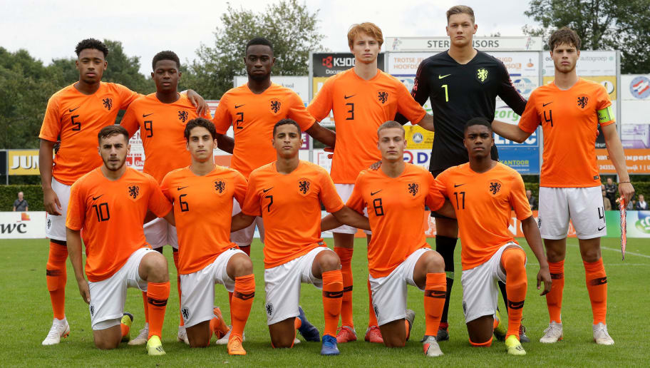 UDEN, NETHERLANDS - SEPTEMBER 8: Back: (L-R) Juan Familia Castillo of Holland U19, Daishawn Redan of Holland U19, Lutsharel Geertruida of Holland U19, Sepp van den Berg of Holland U19, Kjell Scherpen of Holland U19, Kik Pierie of Holland U19   Front: (L-R) Orkun Kokcu of Holland U19, Ludovit Reis of Holland U19, Mohammed Ihattaren of Holland U19, Davy van den Berg of Holland U19, Myron Boadu of Holland U19  during the    match between Holland U19 v Czech Republic U19 at the Sportpark Parkzicht on September 8, 2018 in Uden Netherlands (Photo by Soccrates/Getty Images)