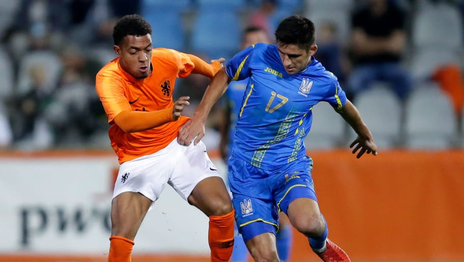 DOETINCHEM, NETHERLANDS - OCTOBER 16: (L-R) Donyell Malen of Holland U21, Marian Shved of Ukraine U21  during the    match between Holland U21 v Ukraine U21 at the De Vijverberg on October 16, 2018 in Doetinchem Netherlands (Photo by Peter Lous/Soccrates/Getty Images)