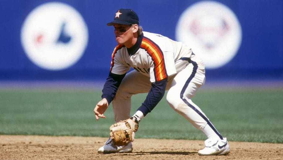 NEW YORK - CIRCA 1993: Craig Biggio #7 of the Houston Astros goes down ready to make a play on the ball against the New York Mets during an Major League Baseball game circa 1993 at Shea Stadium in the Queens borough of New York City. Biggio played for the Astros from 1988 - 2007. (Photo by Focus on Sport/Getty Images)