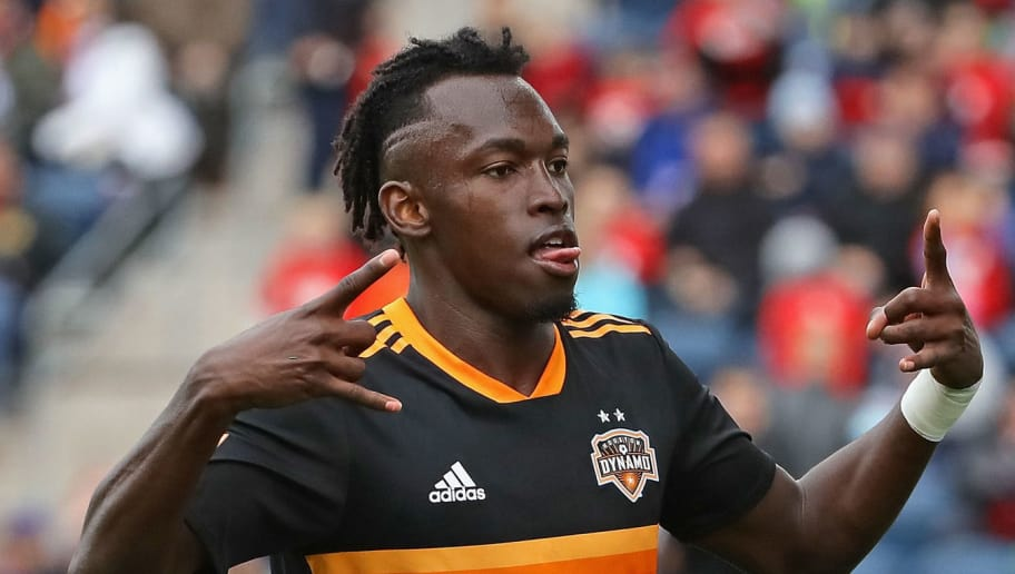 BRIDGEVIEW, IL - MAY 20:  Alberth Elis #17 of the Houston Dynamo celebrates his second half goal against the Chicago Fire at Toyota Park on May 20, 2018 in Bridgeview, Illinois. The Dynamo defeated the Fire 3-2.  (Photo by Jonathan Daniel/Getty Images)