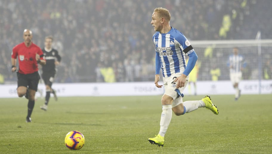 HUDDERSFIELD, ENGLAND - NOVEMBER 05: Alex Pritchard of Huddersfield Town controls the ball during the Premier League match between Huddersfield Town and Fulham FC at John Smith's Stadium on November 5, 2018 in Huddersfield, United Kingdom. (Photo by Ben Early/Getty Images)