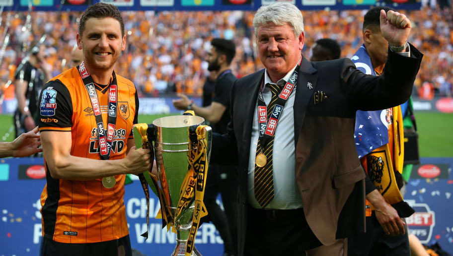 LONDON, ENGLAND - MAY 28:  Alex Bruce of Hull City and his father Steve Bruce, manager of Hull City celebrate with the trophy after the Sky Bet Championship Play Off Final match between Hull City and Sheffield Wednesday at Wembley Stadium on May 28, 2016 in London, England.  (Photo by Alex Livesey/Getty Images)