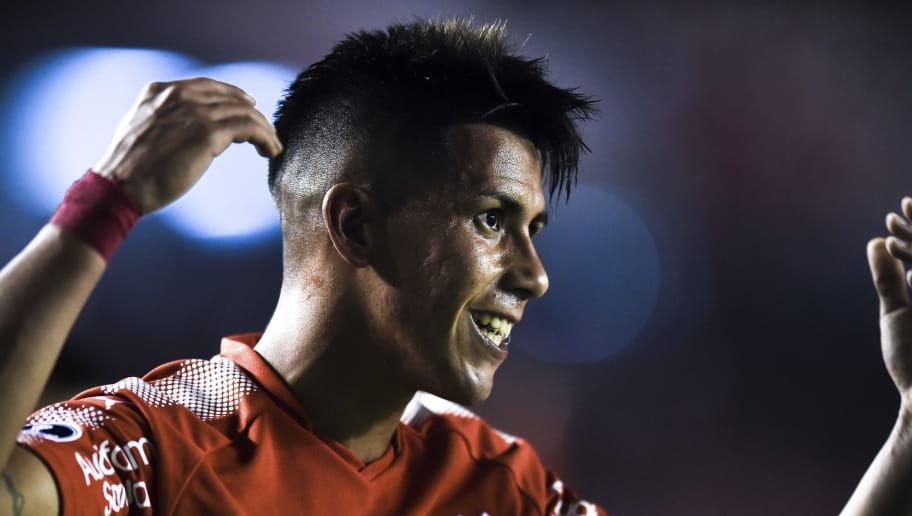 BUENOS AIRES, ARGENTINA - DECEMBER 06: Maximiliano Meza of Independiente celebrates after scoring the second goal of his team during the first leg of the Copa Sudamericana 2017 final between Independiente and Flamengo at Estadio Libertadores de America on December 6, 2017 in Avellaneda, Argentina. (Photo by Marcelo Endelli/Getty Images)
