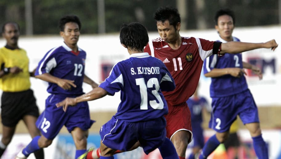 BACOLOD CITY, PHILIPPINES:  Indonesian soccer player Agus Indra Kurniawan (2R) is surrounded by Laotian soccer players during the 23rd Southeast Asean games (SEAGAMES)  in Bacolod City, 28 November 2005.  Indonesian is leading 2-0 against Laos in the first-half.  AFP PHOTO/ROSLAN RAHMAN  (Photo credit should read ROSLAN RAHMAN/AFP/Getty Images)