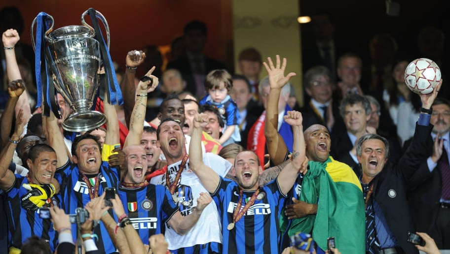 Inter Milan players celebrate with the t