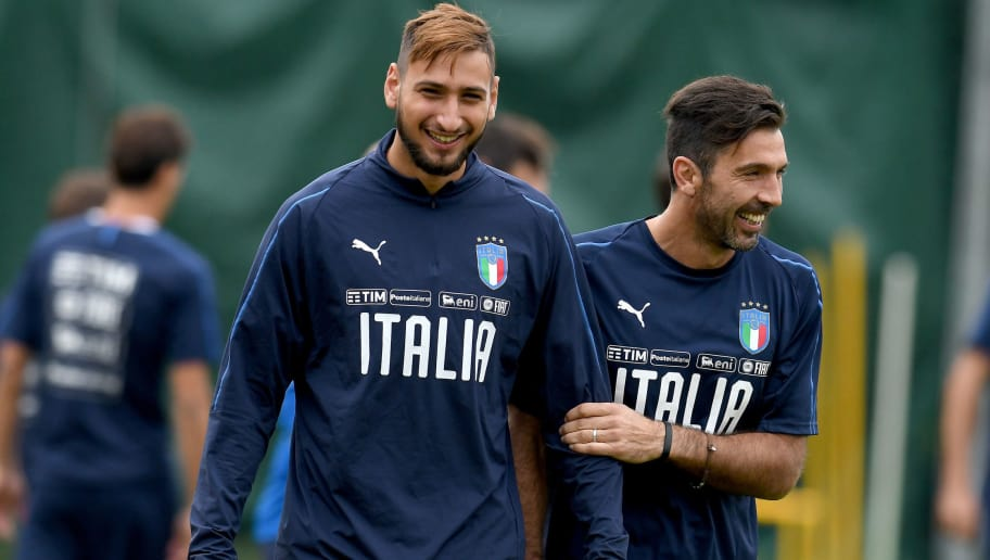 FLORENCE, ITALY - OCTOBER 05:  Gianluigi Buffon (R) and Gianluigi Donnarumma of Italy chat during a training session at Italy club's training ground at Coverciano on October 5, 2017 in Florence, Italy.  (Photo by Claudio Villa/Getty Images)