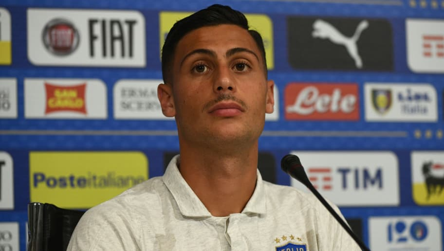 FLORENCE, ITALY - MAY 26:  Rolando Mandragora of Italy speaks with the media during a Italy press conference at Centro Tecnico Federale di Coverciano on May 26, 2018 in Florence, Italy.  (Photo by Claudio Villa/Getty Images)