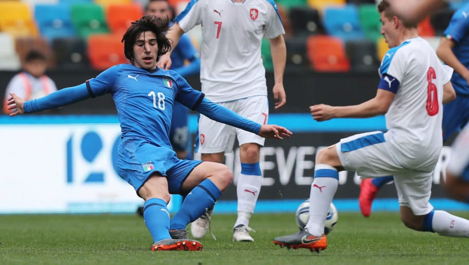 UDINE, ITALY - MARCH 27: Sandro Tonali of Italy U19 in action during the Elite Round U19 match between Italy and Czech Republic on March 27, 2018 in Udine, Italy.  (Photo by Gabriele Maltinti/Getty Images)