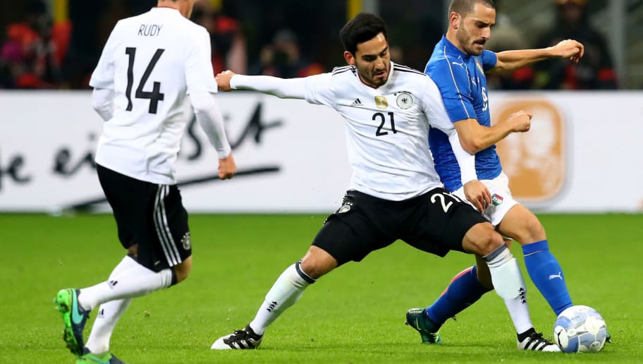MILAN, ITALY - NOVEMBER 15: Leonardo Bonucci (R) of Italy and Ilkay Guendogan of Germany battle for the ball during the International Friendly Match between Italy and Germany at Giuseppe Meazza Stadium on November 15, 2016 in Milan, Italy.  (Photo by Alexander Hassenstein/Bongarts/Getty Images)
