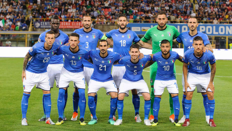 BOLOGNA, ITALY - SEPTEMBER 07:  Team photo of Italy prior to the UEFA Nations League A group three match between Italy and Poland at Stadio Renato Dall'Ara on September 7, 2018 in Bologna, Italy. Upper row: Mario Balotelli, Giorgio Chiellini, Roberto Gagliardini, Gianluigi Donnarumma, Leonardo Bonucci. Lower row: Federico Bernadeschi, Cristiano Biraghi, Davide Zappacosta, Jorginho, Lorenzo Insigne, Lorenzo Pellegrini. (Photo by Pawel Andrachiewicz/PressFocus/MB Media/Getty Images)