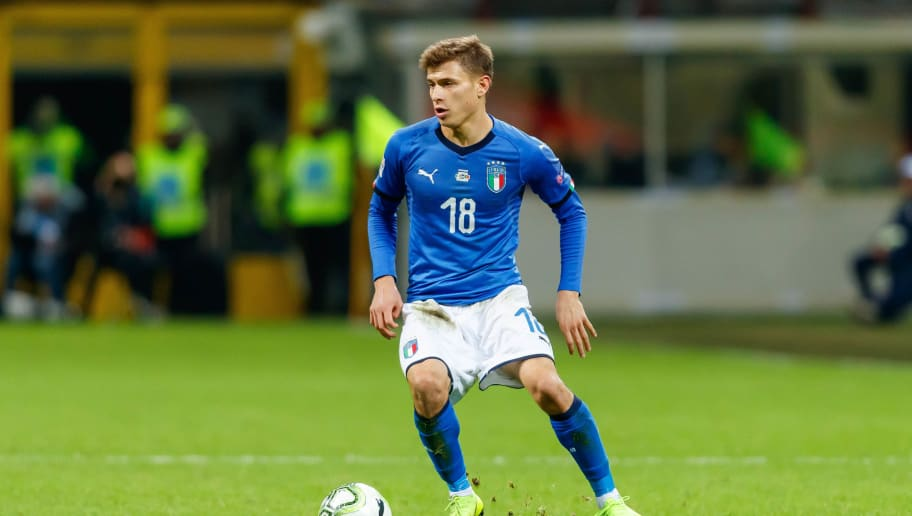 MILAN, ITALY - NOVEMBER 17: Nicolo Barella of Italy controls the ball during the UEFA Nations League A group three match between Italy and Portugal at Stadio Giuseppe Meazza on November 17, 2018 in Milan, Italy. (Photo by TF-Images/Getty Images)