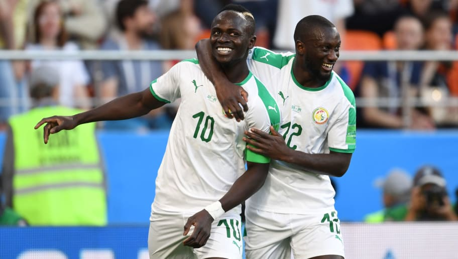 YEKATERINBURG, RUSSIA - JUNE 24:  Sadio Mane (L) of Senegal celebrates scoring his side's first goal during the 2018 FIFA World Cup Russia group H match between Japan and Senegal at Ekaterinburg Arena on June 24, 2018 in Yekaterinburg, Russia.  (Photo by Etsuo Hara/Getty Images)