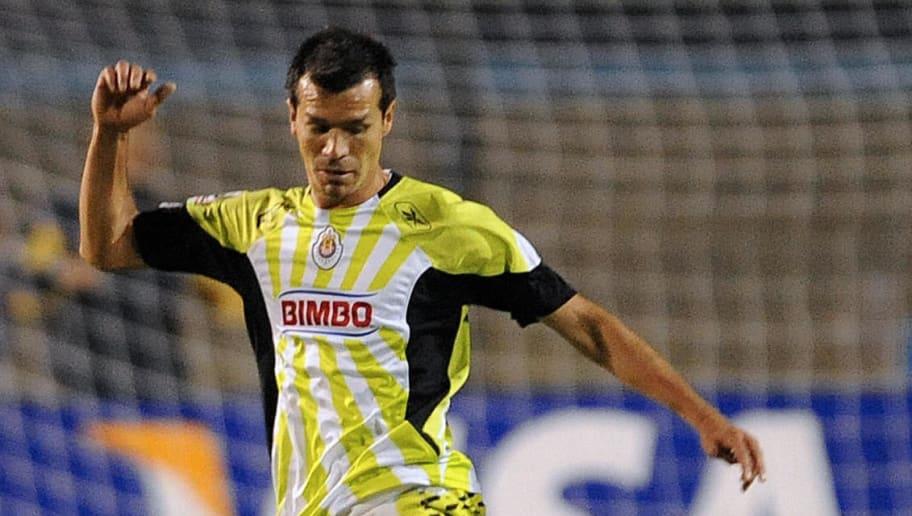 Jared Borgetti (TOP) of Mexico's Chivas