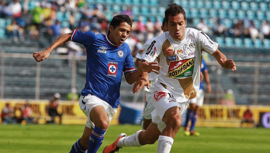 Javier Aquino (L) of Cruz Azul vies for