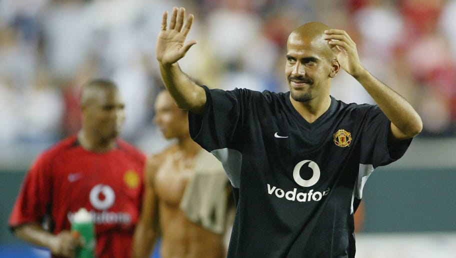 PHILADELPHIA, PA - AUGUST 3:  Juan Sebastian Veron of Manchester United waves goodbye the fans at the end of the USA tour during the team line-ups during the Champions World Series game between Manchester United and Barcalona on August 3, 2003, at Lincoln Financial Fields in Philadelphia, Pennsylvania.  (Photo by Laurence Griffiths/Getty Images)