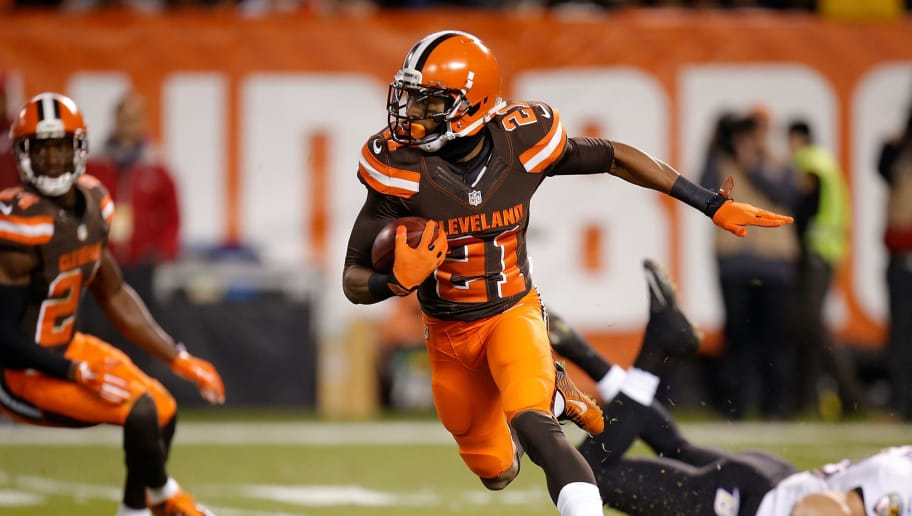 CLEVELAND, OH - NOVEMBER 30:  Justin Gilbert #21 of the Cleveland Browns carries the ball against the Baltimore Ravens at FirstEnergy Stadium on November 30, 2015 in Cleveland, Ohio.  (Photo by Gregory Shamus/Getty Images)