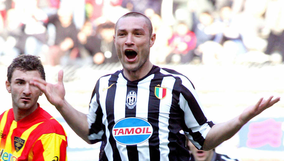 Juventus' defender Robert Kovac (R) cele