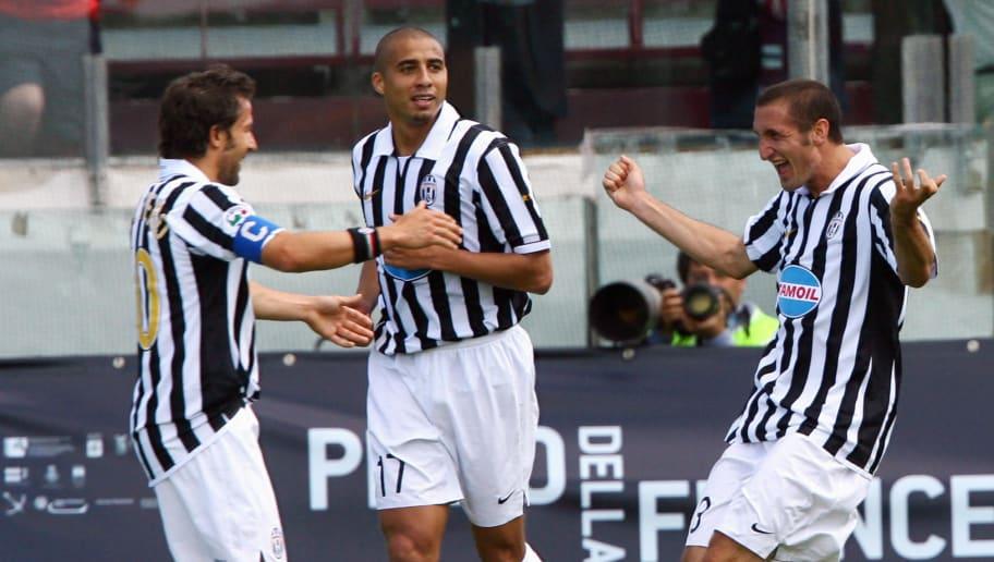 Juventus' Giorgio Chiellini (R) celebrat...