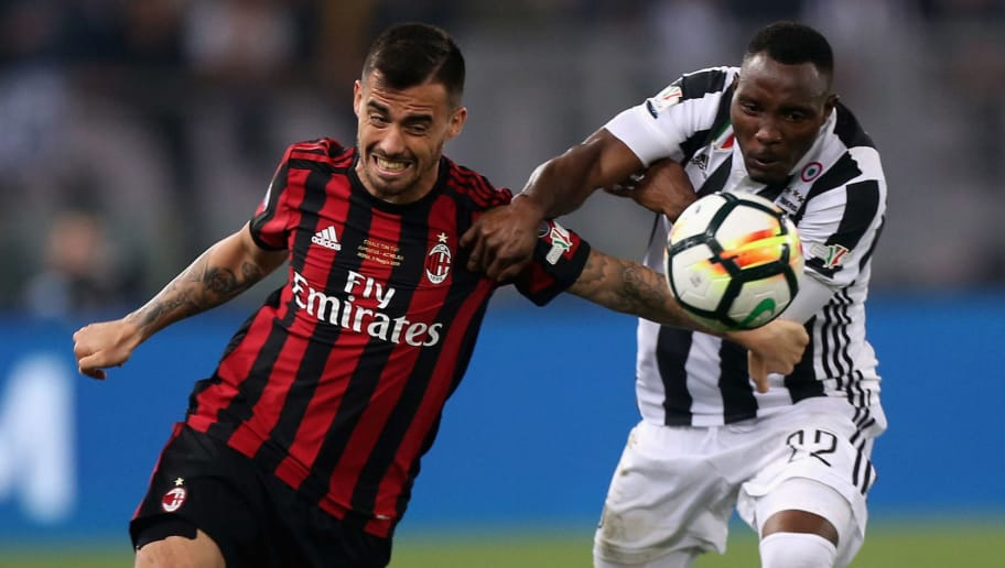 ROME, ITALY - MAY 09: Kwadwo Asamoah of Juventus competes for the ball with Fernandez Suso of AC Milan during the TIM Cup Final between Juventus and AC Milan at Stadio Olimpico on May 9, 2018 in Rome, Italy.  (Photo by Paolo Bruno/Getty Images)
