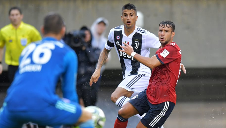 PHILADELPHIA, PA - JULY 25: Joao Cancelo #20 of Juventus and Juan Bernat #14 of Bayern Munich look on as goalkeeper Sven Ulreich #26 of Bayern Munich makes a save during the International Champions Cup 2018 match between Juventus and FC Bayern Munich at Lincoln Financial Field on July 25, 2018 in Philadelphia, Pennsylvania. (Photo by Drew Hallowell/Getty Images)
