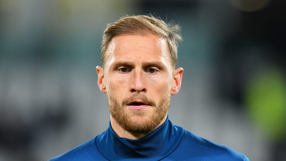 TURIN, ITALY - NOVEMBER 26:  Benedikt Howedes of Juventus warms up before the Serie A match between Juventus and FC Crotone at Allianz Stadium on November 26, 2017 in Turin, Italy.  (Photo by Alessandro Sabattini/Getty Images)