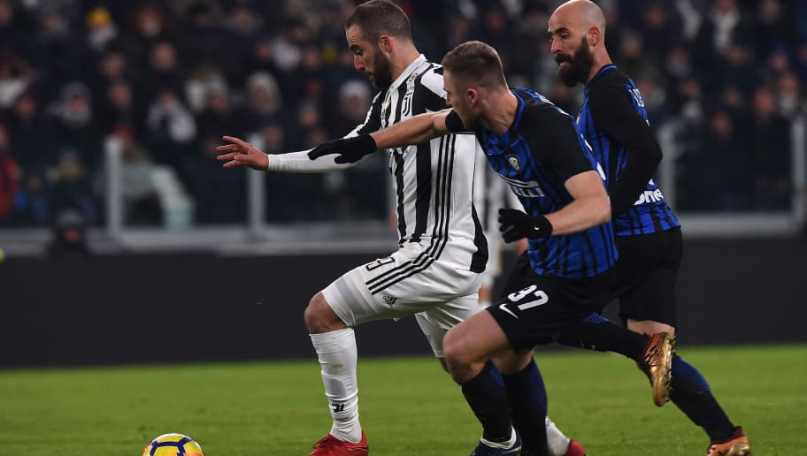 TURIN, ITALY - DECEMBER 09:  Gonzalo Higuain (L) of Juventus in challenged by Milan Skriniar (C) and Borja Valero of Internazionale during the Serie A match between Juventus and FC Internazionale on December 9, 2017 in Turin, Italy.  (Photo by Tullio M. Puglia/Getty Images)