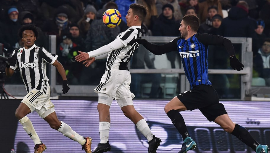 TURIN, ITALY - DECEMBER 09:  Paulo Dybala (C) of Juventus and Roberto Gagliardini of Internazionale compete for the ball during the Serie A match between Juventus and FC Internazionale on December 9, 2017 in Turin, Italy.  (Photo by Tullio M. Puglia/Getty Images)