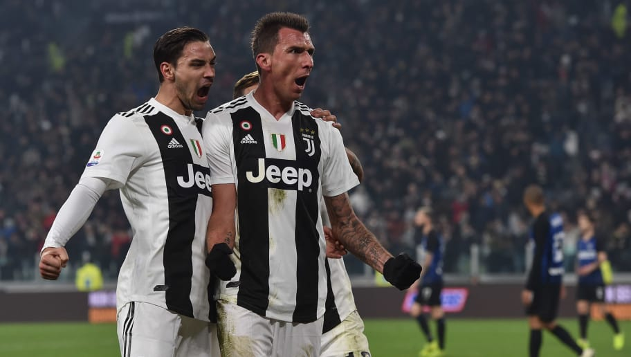 TURIN, ITALY - DECEMBER 07:  Mario Mandzukic of Juventus celebrates after scoring the opening goal during the Serie A match between Juventus and FC Internazionale at Allianz Stadium on December 7, 2018 in Turin, Italy.  (Photo by Tullio M. Puglia/Getty Images )
